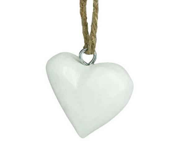 Bilde av Lite hvitt hjerte av tre, for oppheng. F-design.
